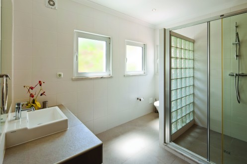 Ensuite bathroom twin room 2